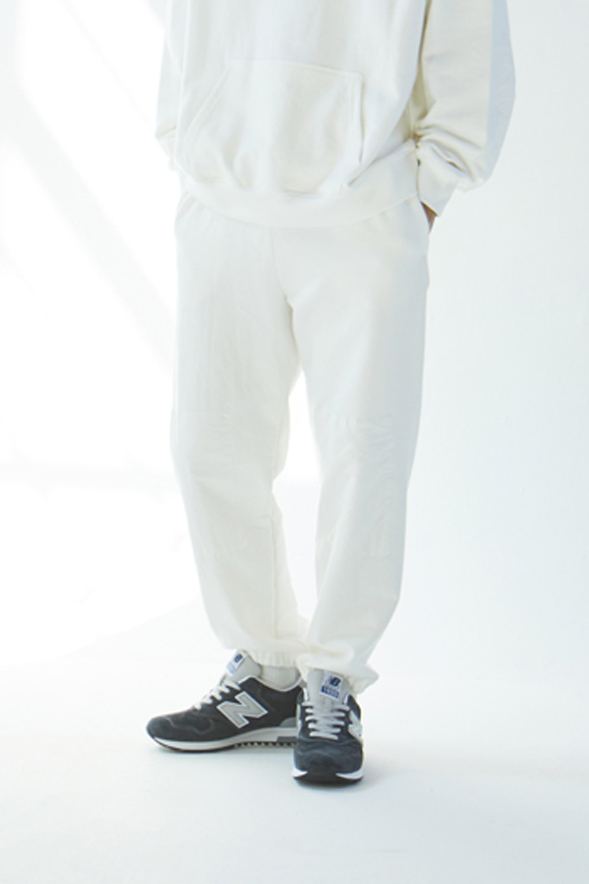 19SS WHITE KNEEPATCH JOGGER PANTS
