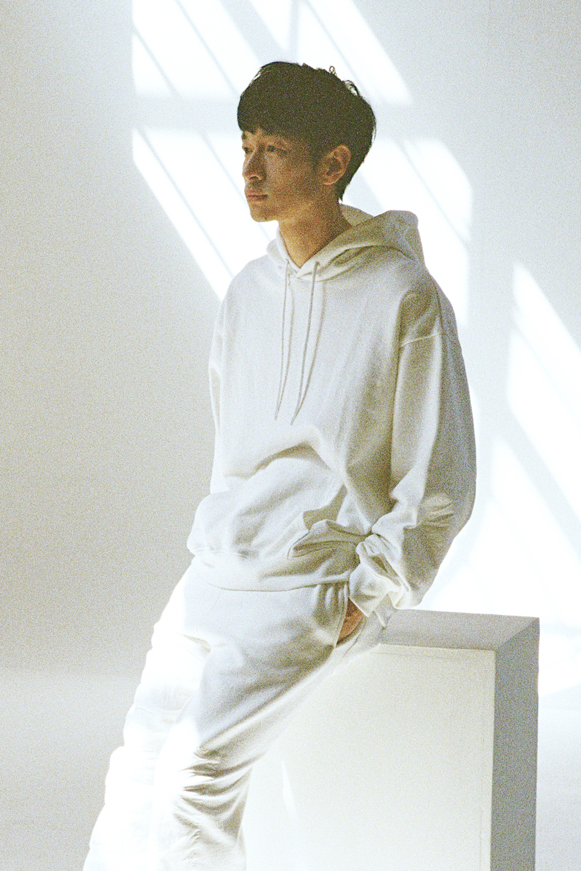 19SS WHITE ELBOW PATCH HOODIE